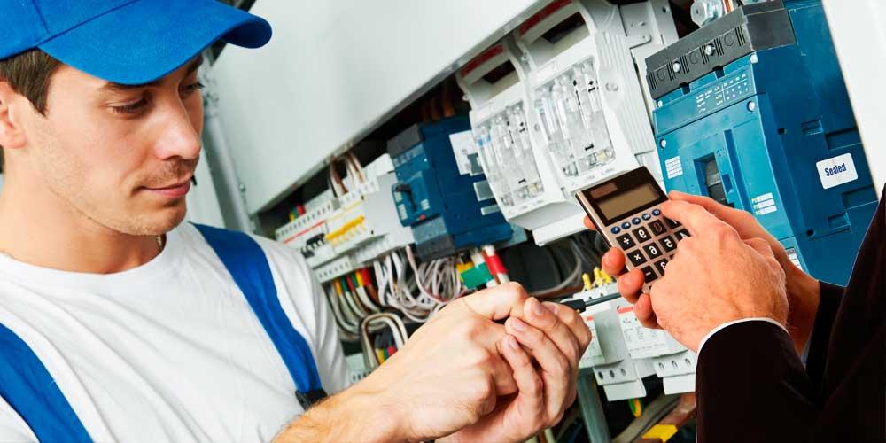 Стоимость услуг электрика