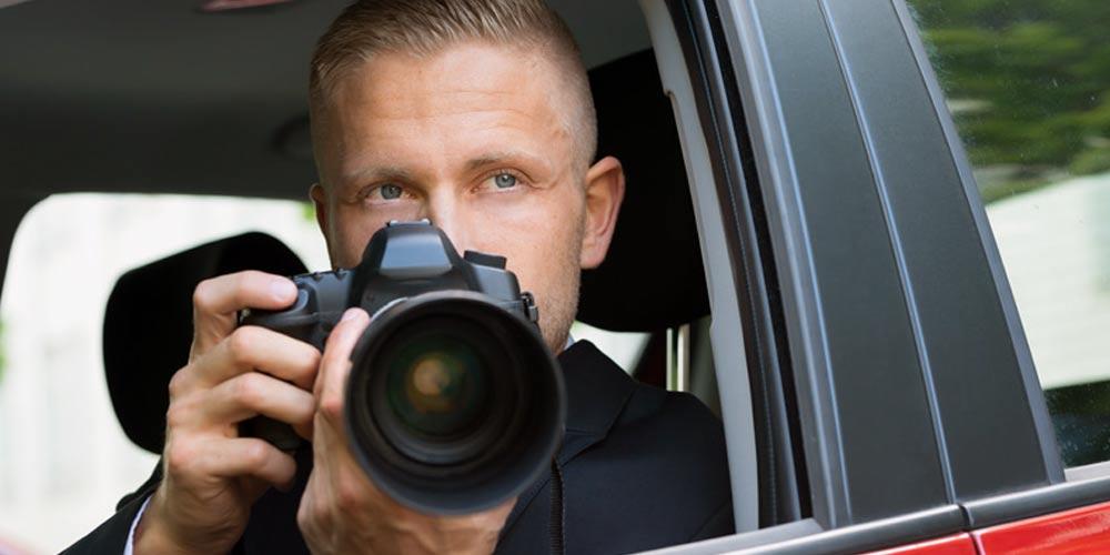 сыщик с фотоаппаратом